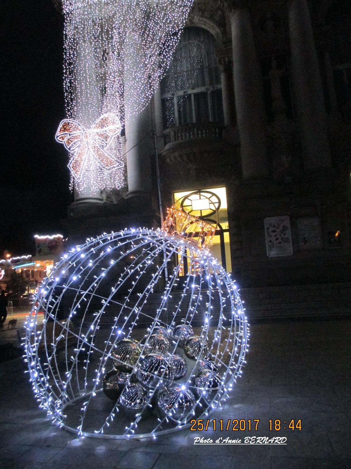 Illuminations devant et sur le théâtre de Calais