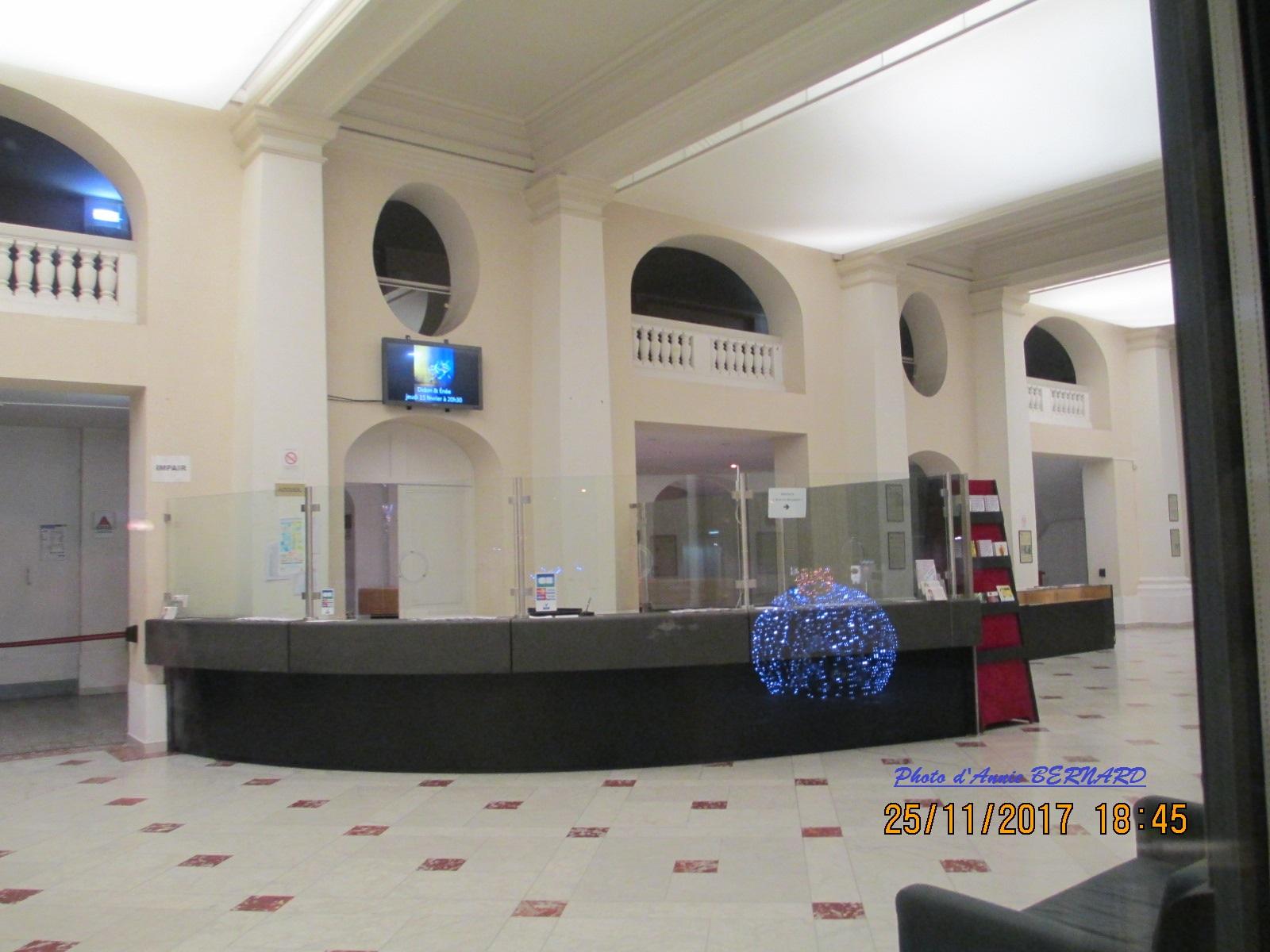 Vue sur le guichet du théâtre de Calais