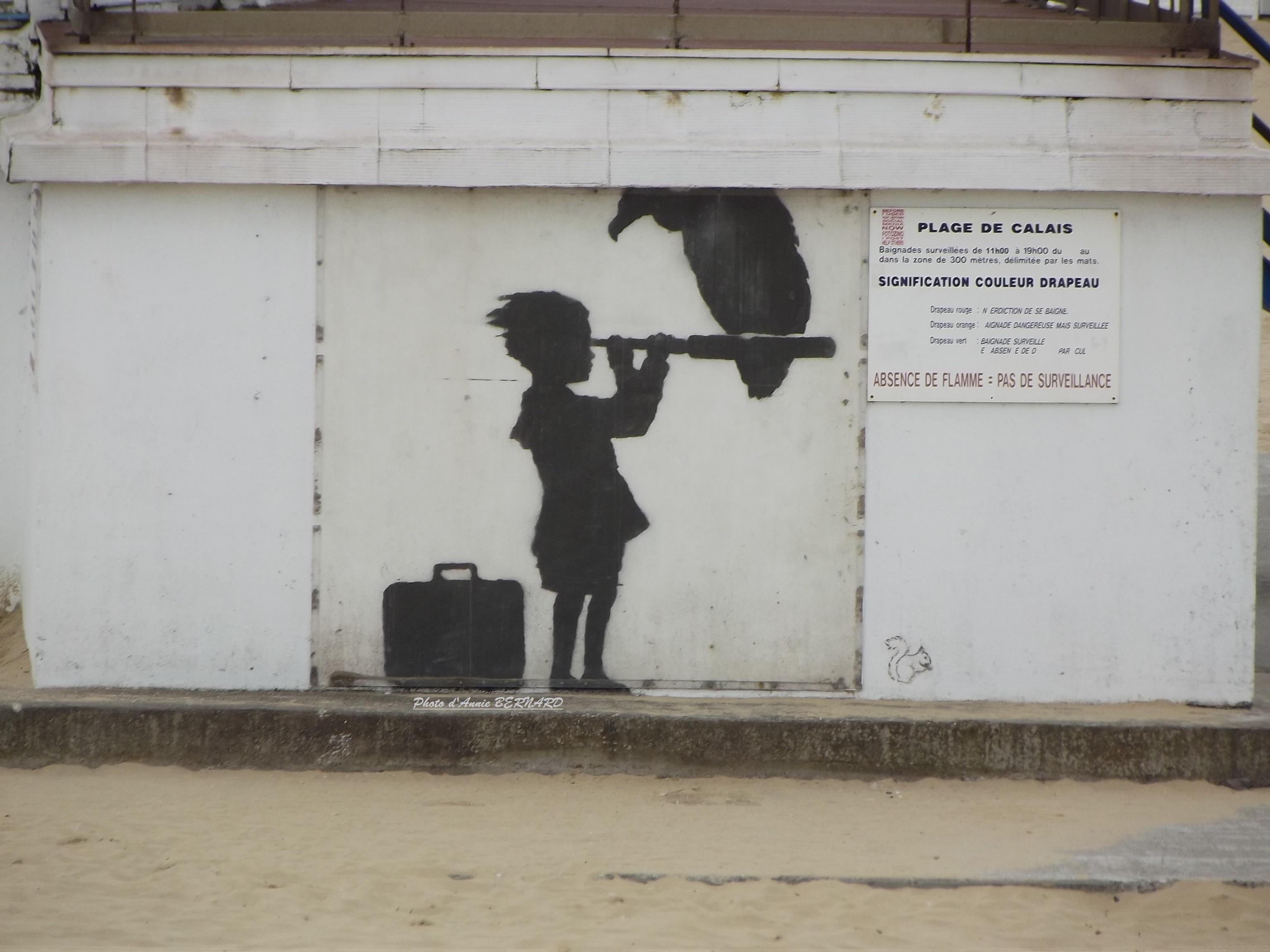 Oeuvre de Banksy à la plage de Calais
