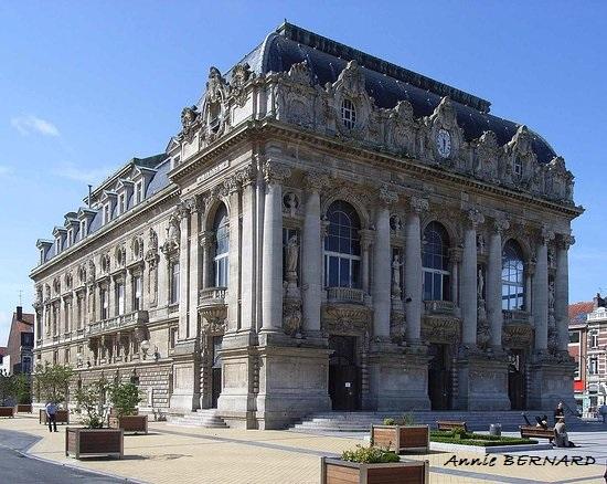 Hôtel de Ville, Eglise Notre Dame, la Citadelle, le Théâtre