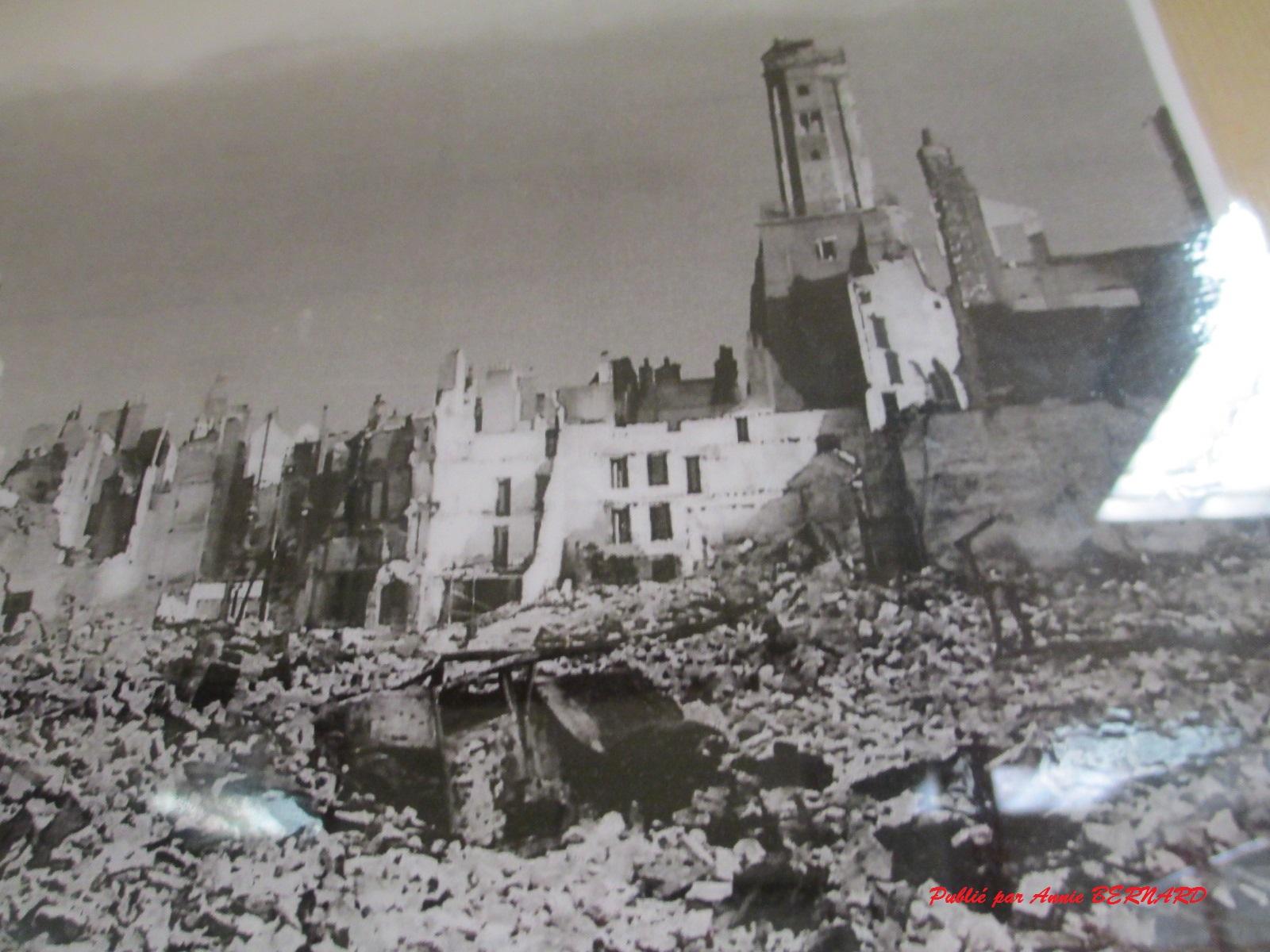 La Tour du Guet parmi des ruines