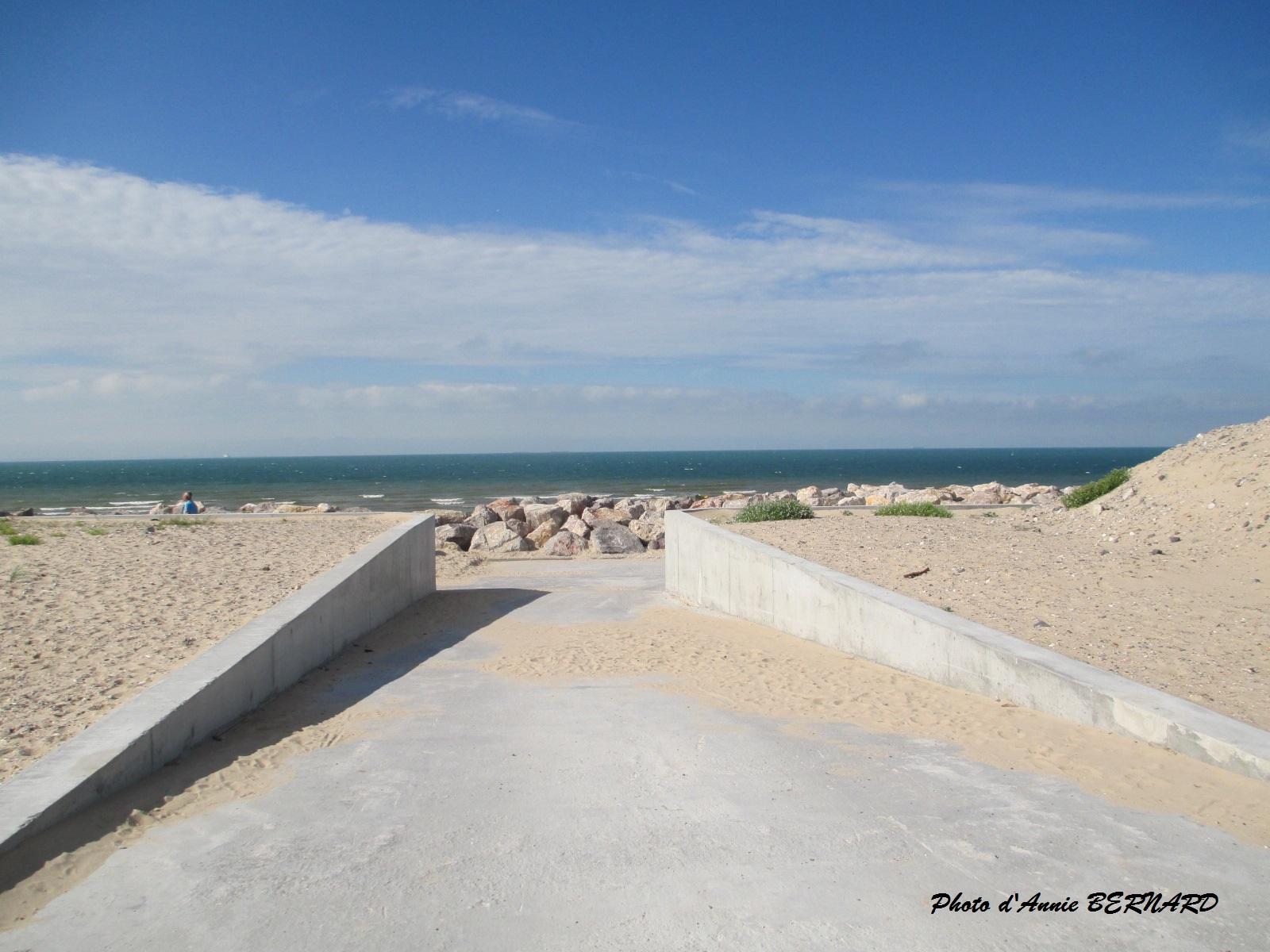 Un accès pour aller sur la plage de Sangatte