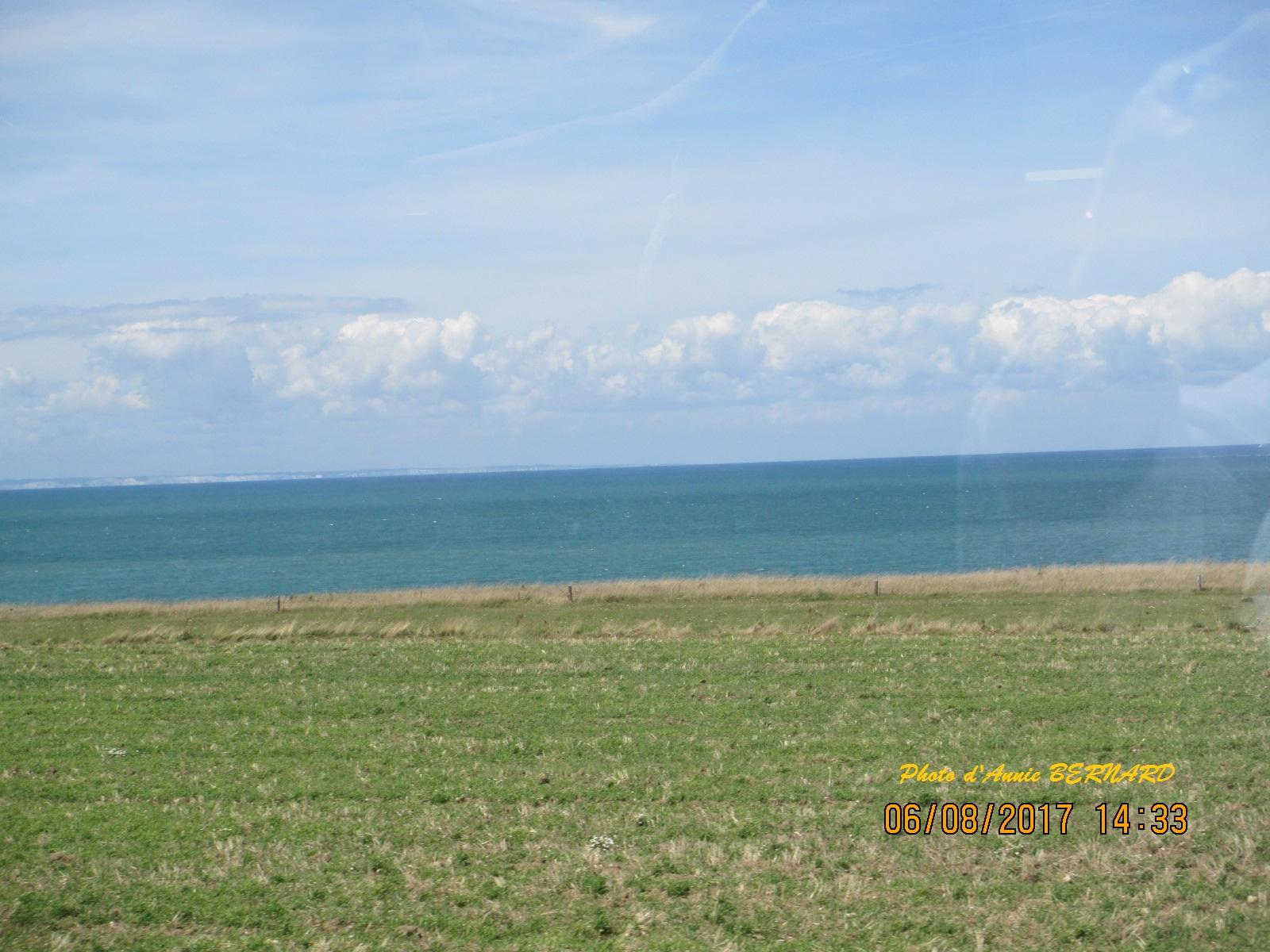 Au  loin les côtes anglaises