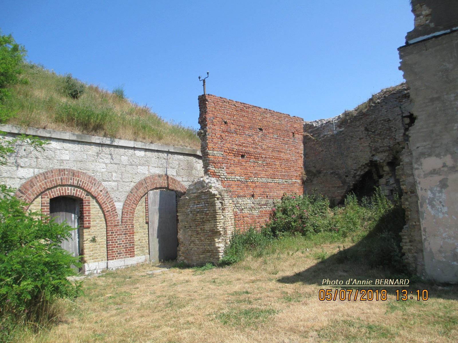 Quelques  ruines sur le site