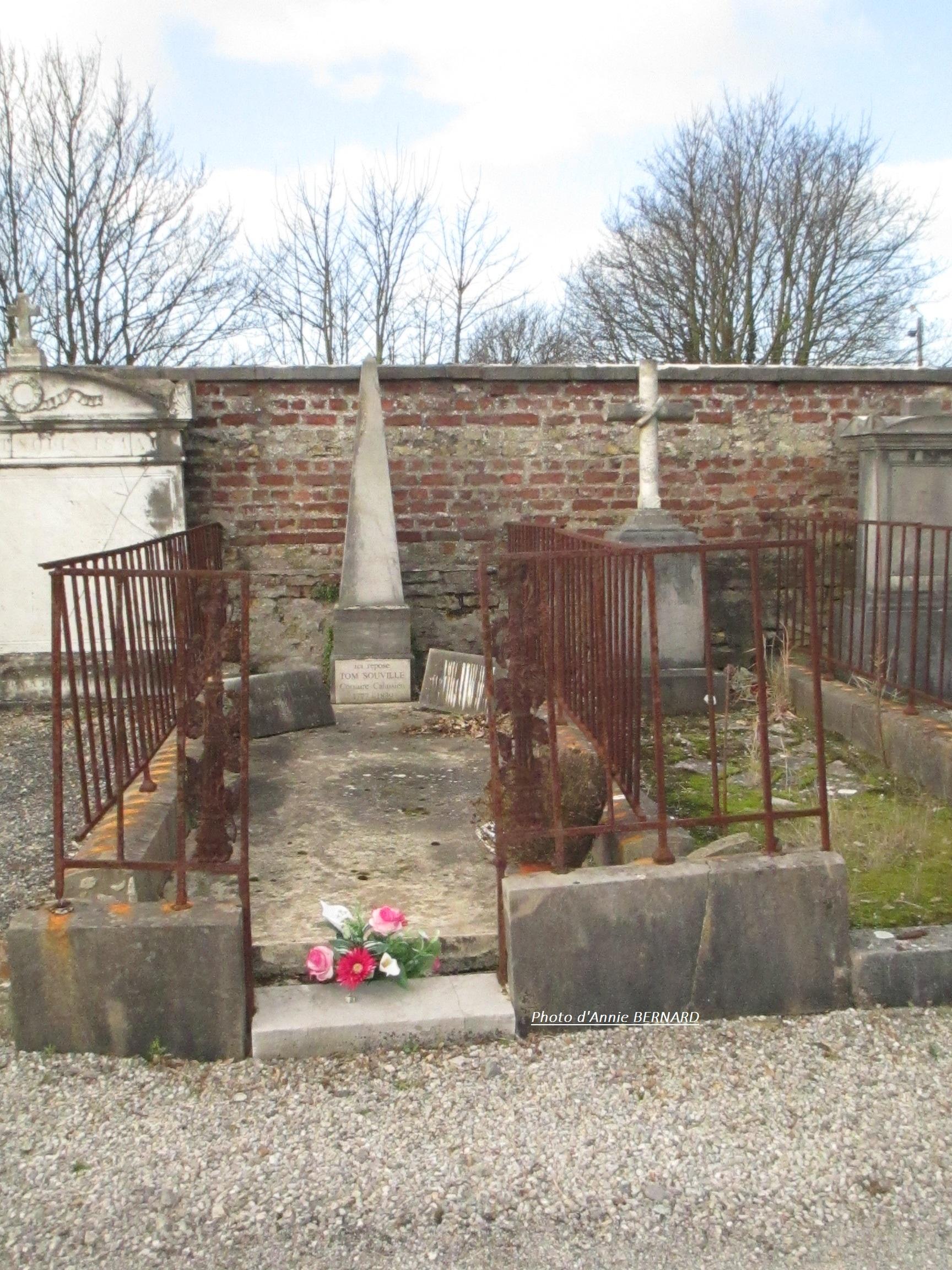 Tombe du corsaire Tom SOUVILLE au cimetière nord de Calais