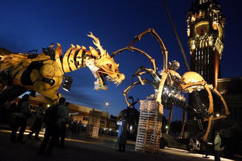 Des géants dans la nuit