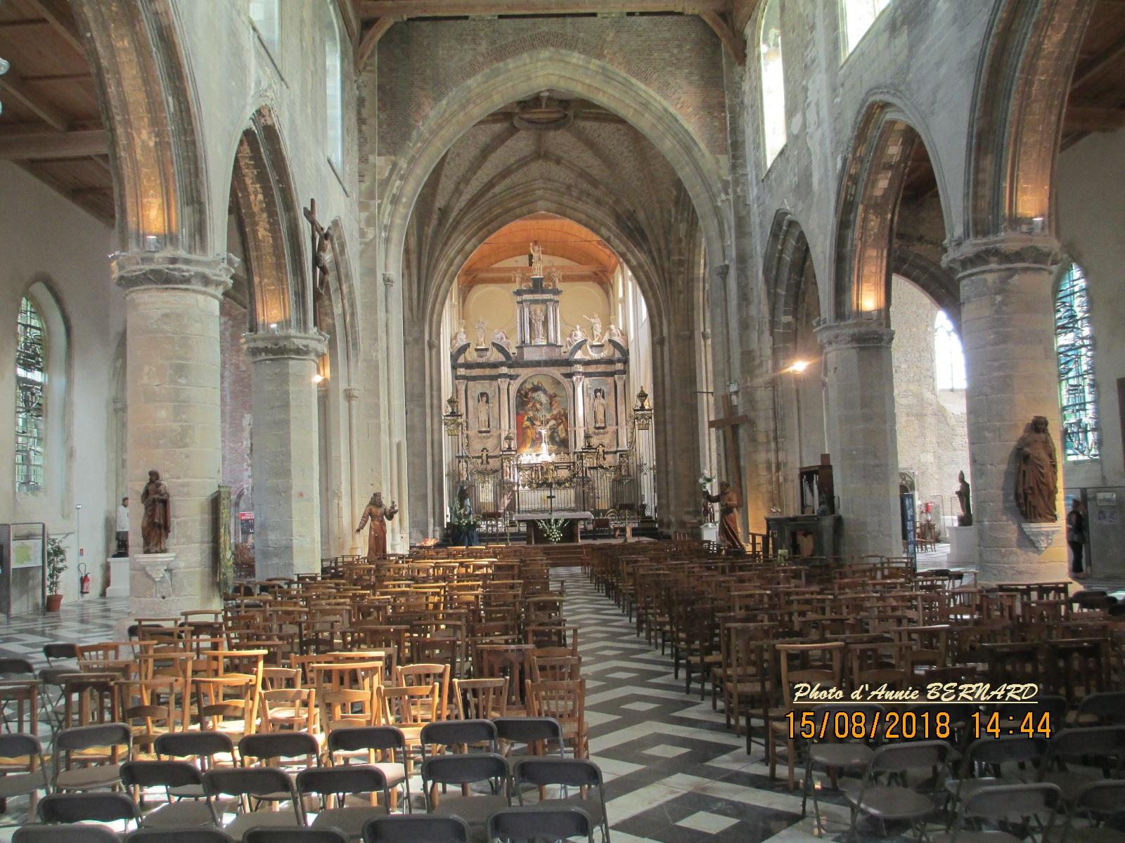 L'intérieur de Notre- Dame