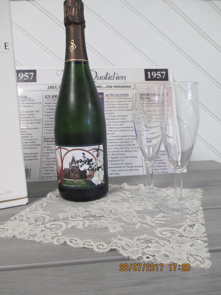 Champagne,cuvée spéciale,étiquette sur le jardin Tudor de l'église Notre-Dame de Calais