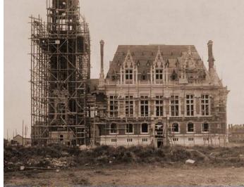 Construction du beffroi de l'Hôtel de ville de calais