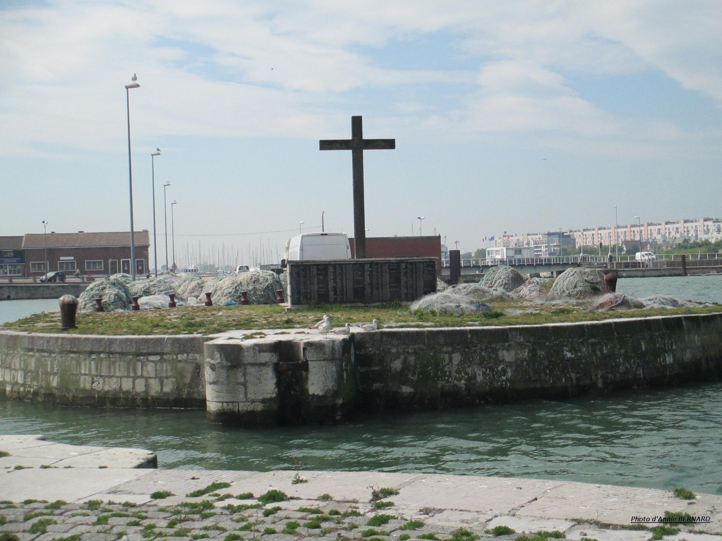 Monument aux morts au Courgain maritime