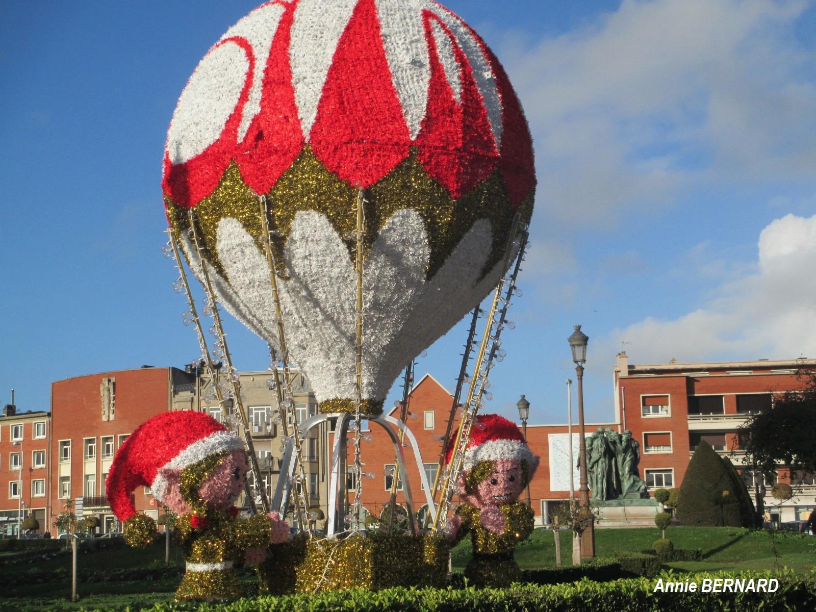 Décoration de Noël devant la mairie