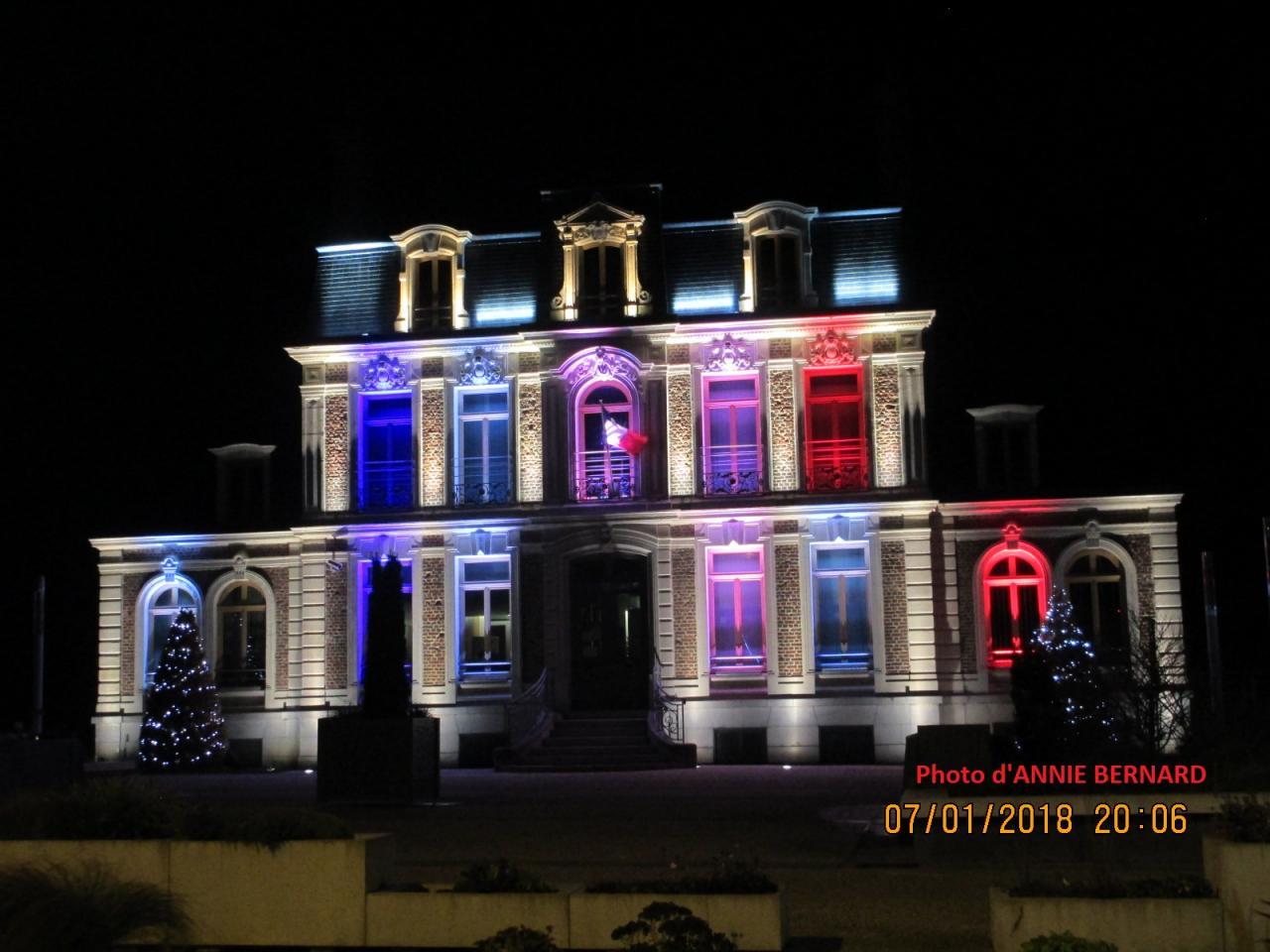 Mairie de Coquelles le soir