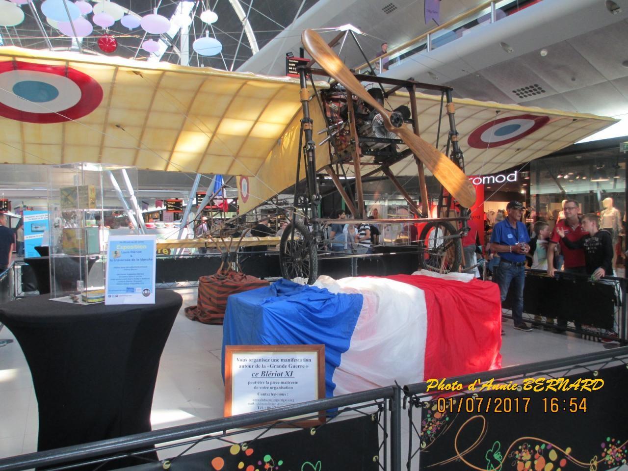 """Reproduction de l'avion """" Le Blériot """"de l' aviateur Louis Blériot"""