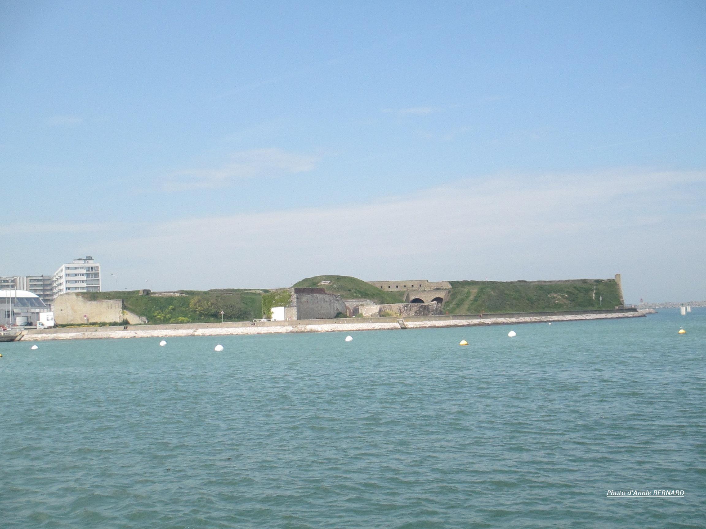 Très belle vue sur le Fort Risban, regardé du Courgain maritime de Calais